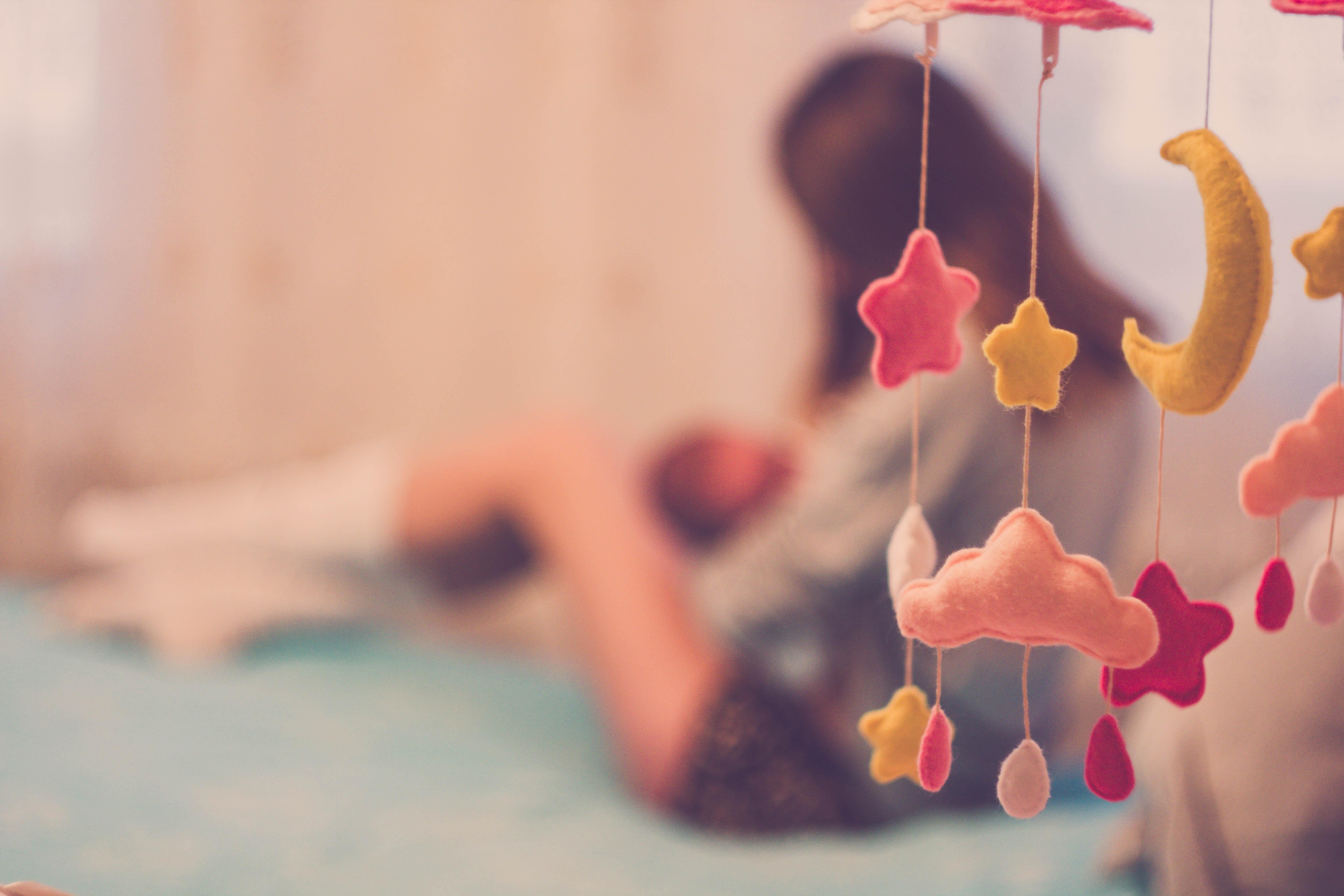 Майките ще получават заплата и половина при връщане в офиса преди първия рожден ден на бебето.