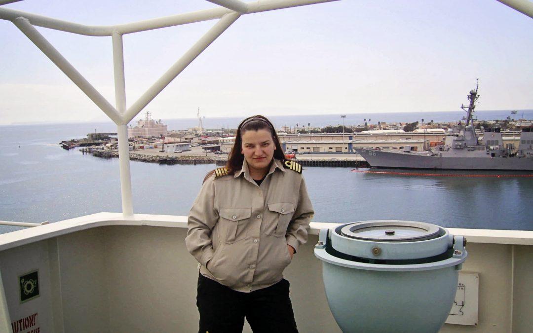 Понякога ми липсва работата на кораб, натовареното ежедневие по пристанищата, живота в мултинационална среда. Но не бих го заменила за времето с децата ми.