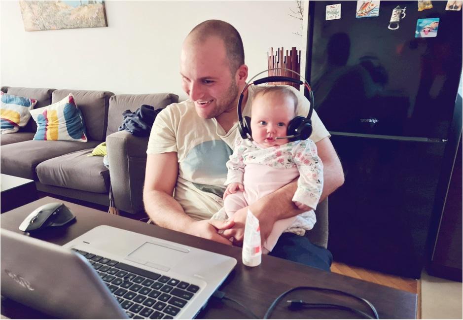 6 месеца платено бащинство – балансът на Леонид Христов, баща на малко бебе и ИТ специалист