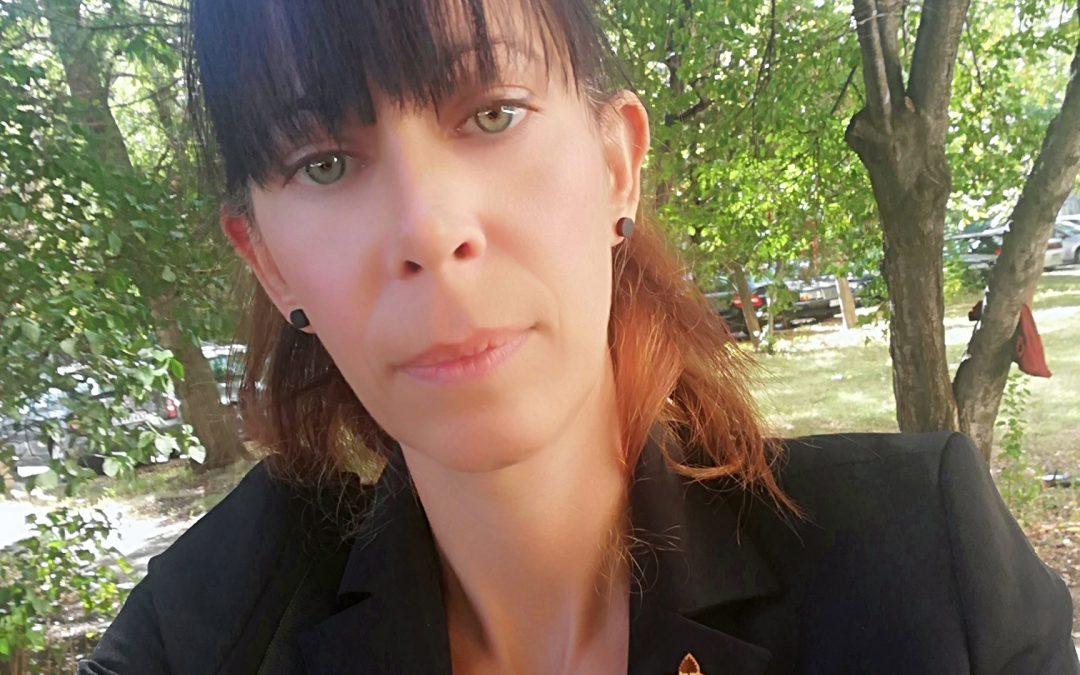 Ася Драгошинова: творчество по време на пандемия, дървени бижута и прохождащ бизнес в Etsy