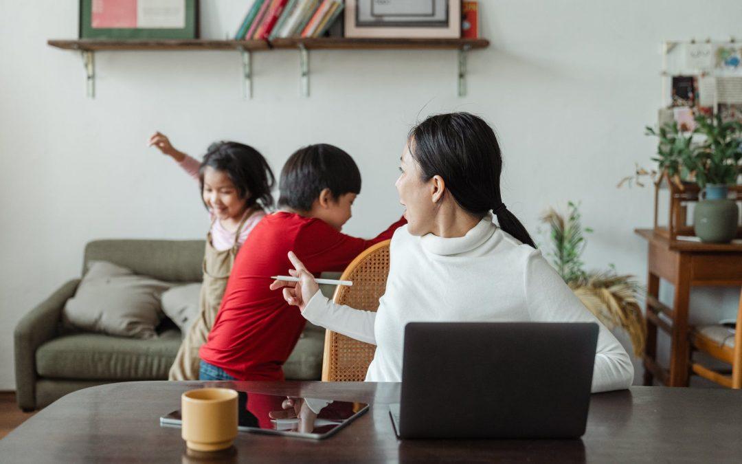 Работа от вкъщи по време на пандемия: родителски нагласи и очаквания